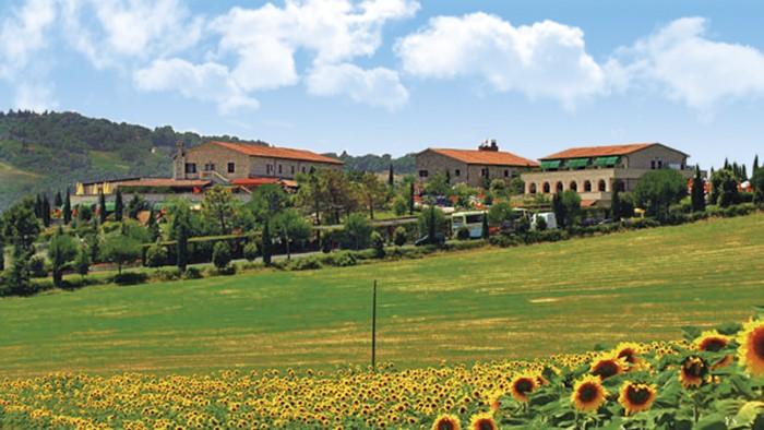Viaggi a casino di terra toscana hotel fattoria for Foto di fattoria moderna
