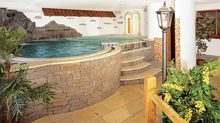 Viaggi a cavalese trentino alto adige hotel la roccia - Hotel cavalese con piscina ...